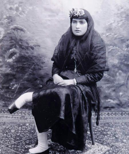 2463554 590 - پوشش زنان تهران در عصر قاجار