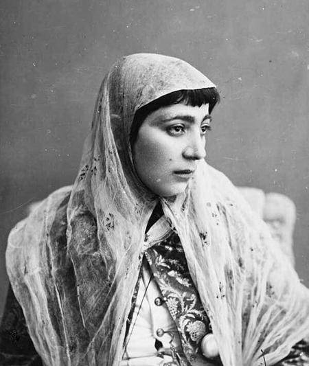 2463558 697 - پوشش زنان تهران در عصر قاجار