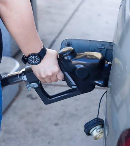fuel1 tank completely4 - چرا نباید باک بنزین خودرو را کاملاً پر کرد