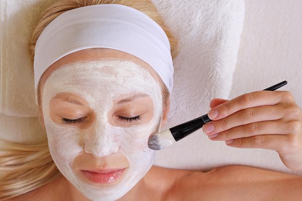 10 فایده ماسک ماست برای پوست + طرز تهیه هرکدام