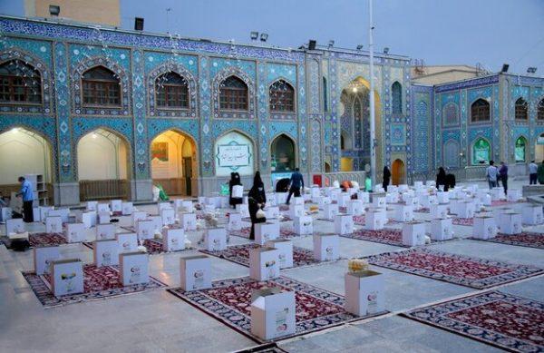 توزیع بستههای ارزاق ماه مبارک رمضان بین نیازمندان در طرح مواسات