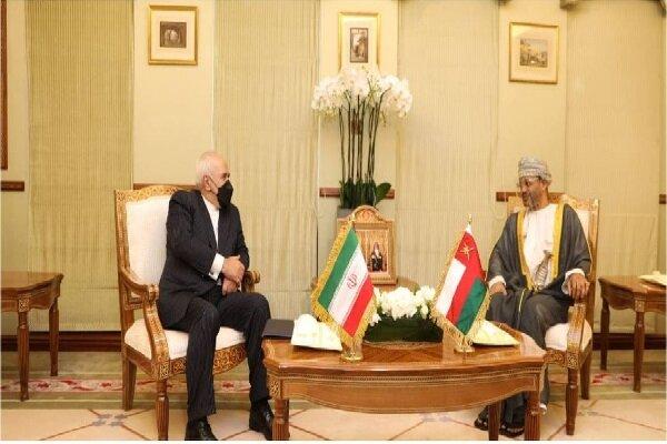 ظریف با وزیر امورخارجه عمان دیدار کرد