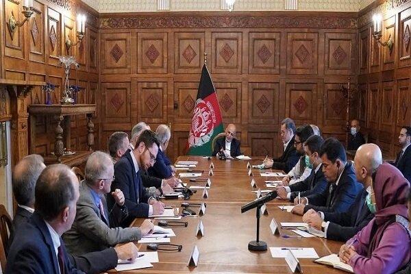 خلیلزاد و اشرف غنی درباره روند صلح در افغانستان دیدار کردند
