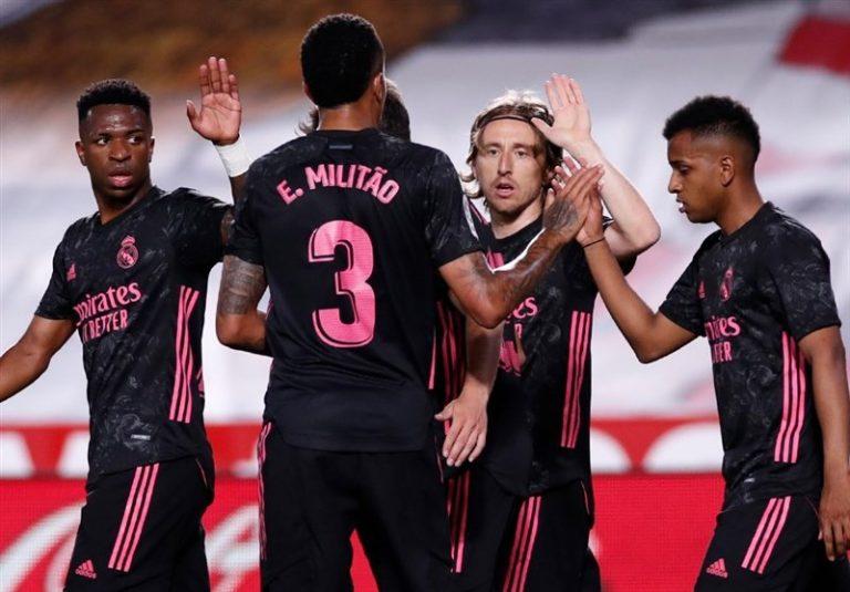 لالیگا  رئال مادرید پیروز شد و در رقابت قهرمانی باقی ماند