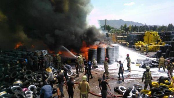 آتش سوزی در مشیریه/بارانداز قدیمی طعمه حریق شد
