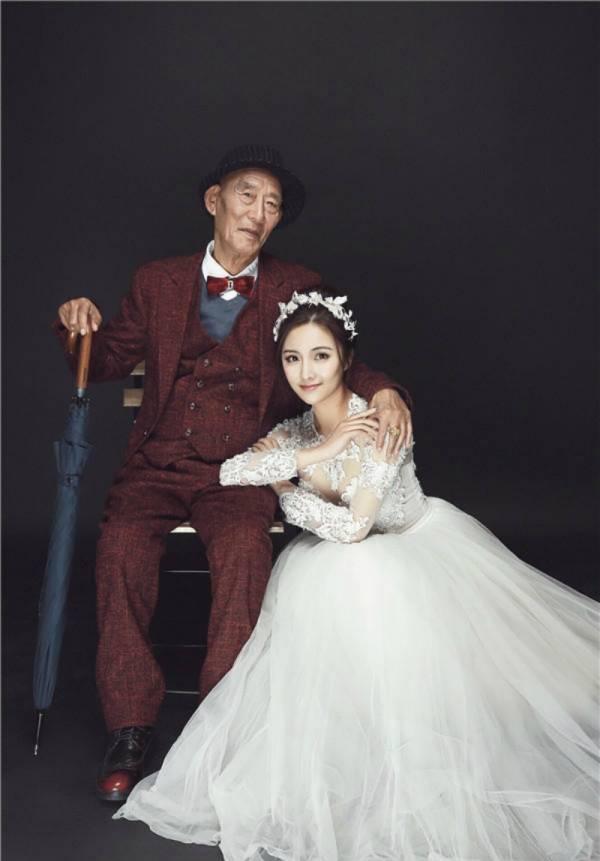 ازدواج با پدر بزرگ 1 - ازدواج غم انگیز دختر جوان با پدر بزرگش ؟! + تصاویر