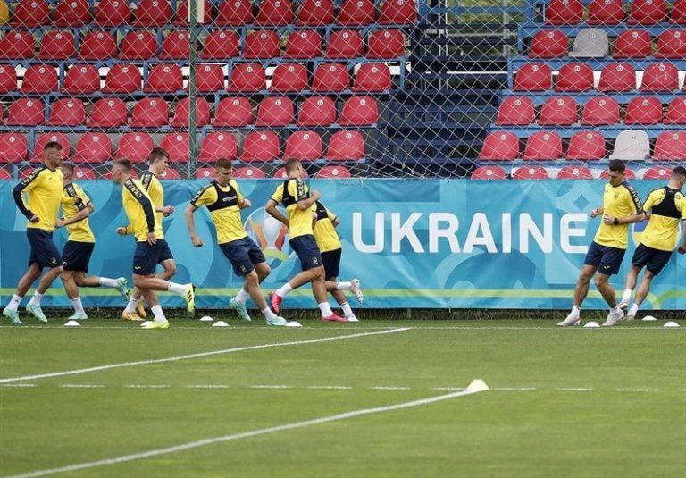 دستور یوفا به تیم ملی فوتبال اوکراین برای حذف شعارهای سیاسی از پیراهنش
