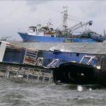 واژگونی کشتی مسافربری در آبهای تنگه بالی در اندونزی/شش تن کشته شد