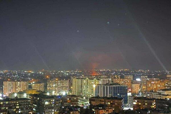 مقابله پدافند هوایی سوریه با تجاوز رژیم صهیونیستی در حمص
