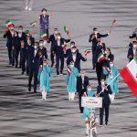 المپیک 2020 توکیو| رژه کاروان ایران با ماسکهای متفاوت در مراسم افتتاحیه/ سکوت یک دقیقهای برای جانباختگان کرونا/ صدای اعتراض در بیرون ورزشگاه+عکس و فیلم