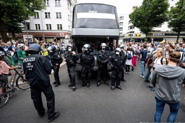هزاران شهروند آلمانی علیه دولت این کشور به خیابان ها آمدند